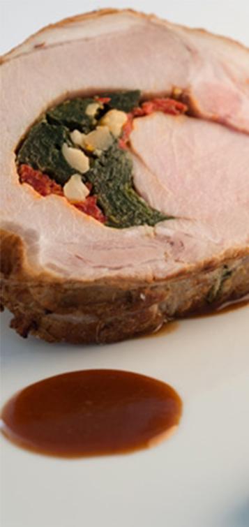 Longe de porc fermier du Sud-Ouest farcie et risotto à l'encre de seiche